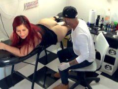 Flagrante de Sexo no Estúdio de Tatuagem