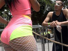 Novinha gostosa transou no carnaval com desconhecido