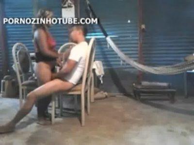 Safadinha chupando e dando a boceta no porno amador nacional
