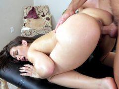 Morena perfeita fodendo com massagista