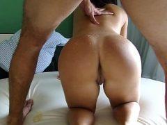 Esposa safadinha dando pra outro enquanto o marido corno assiste