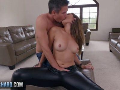 Safada se masturbando pra foder gostoso