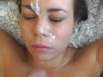 Amadora pagando boquete até levar leitinho na cara
