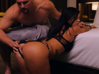 Sexo anal cheio de tesão com a safadinha de lingerie preta