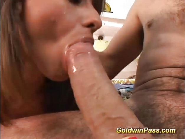 Gulosa da boca grande chupando gostoso 2