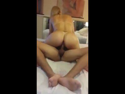 Marido filmou a esposa fodendo no motel